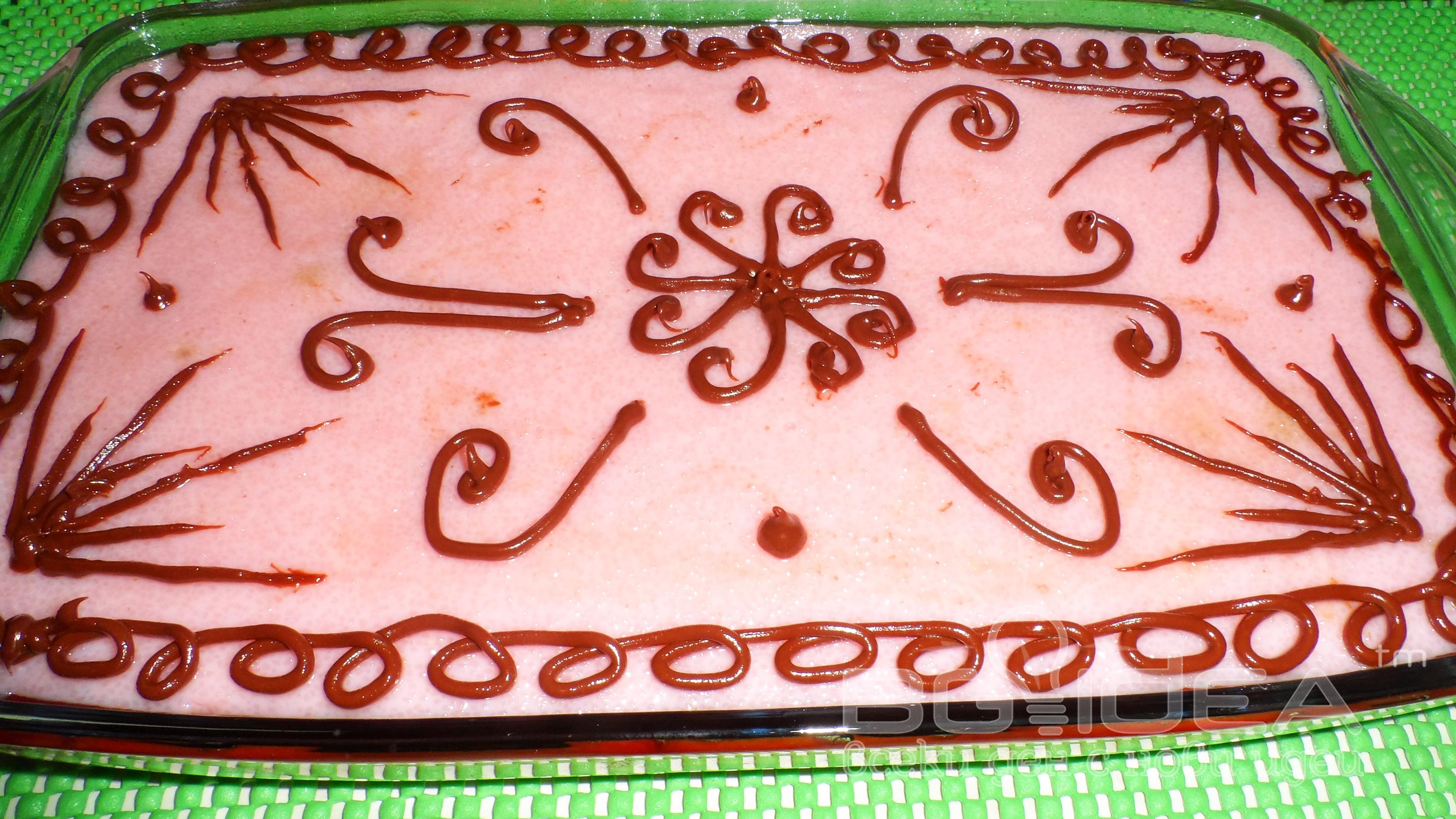 Бисквитена торта с ягодов грис и желе от ягоди