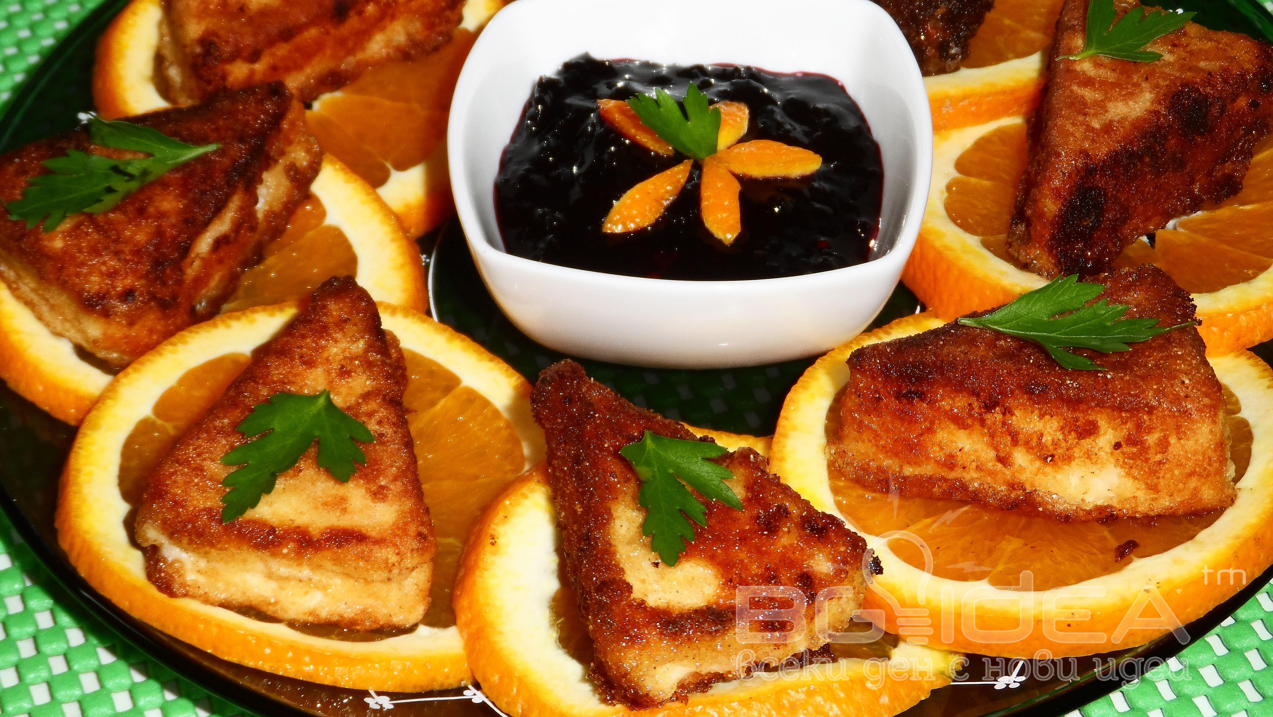 Панирани топени сиренца с портокал и сладко от боровинки