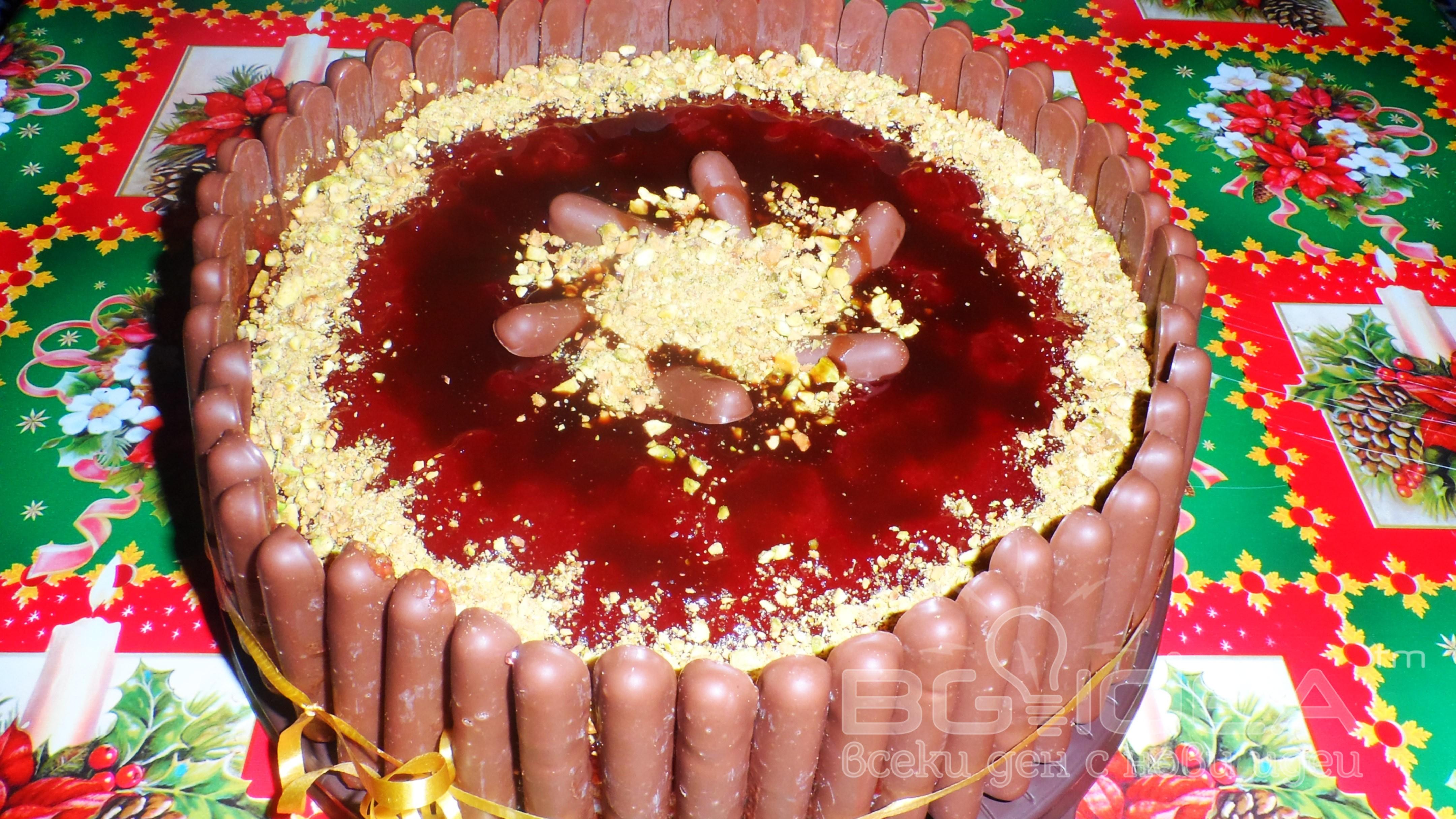 Сметанова торта с ягодово желе и шам фъстък