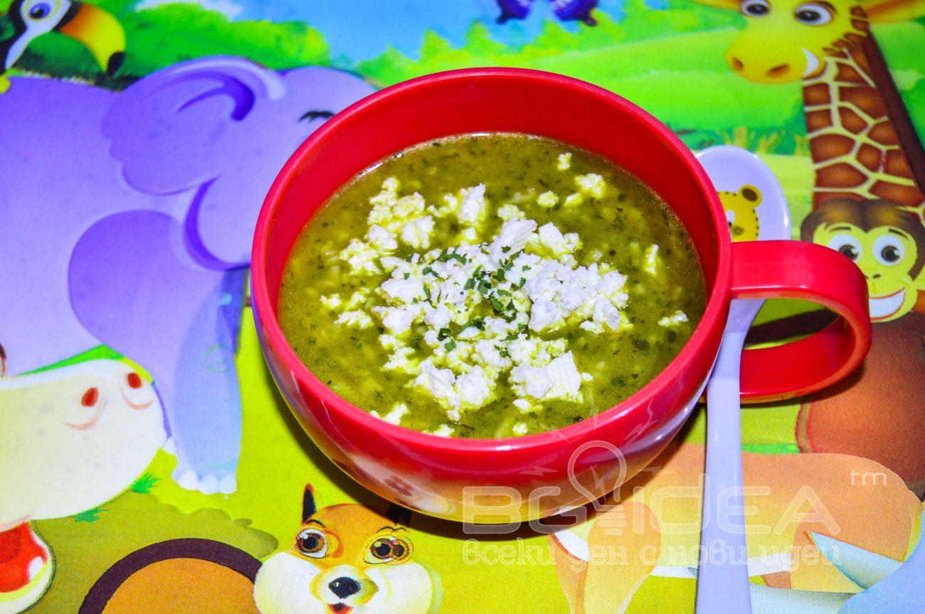 Спаначена супа с буквички от елда и кафяв ориз
