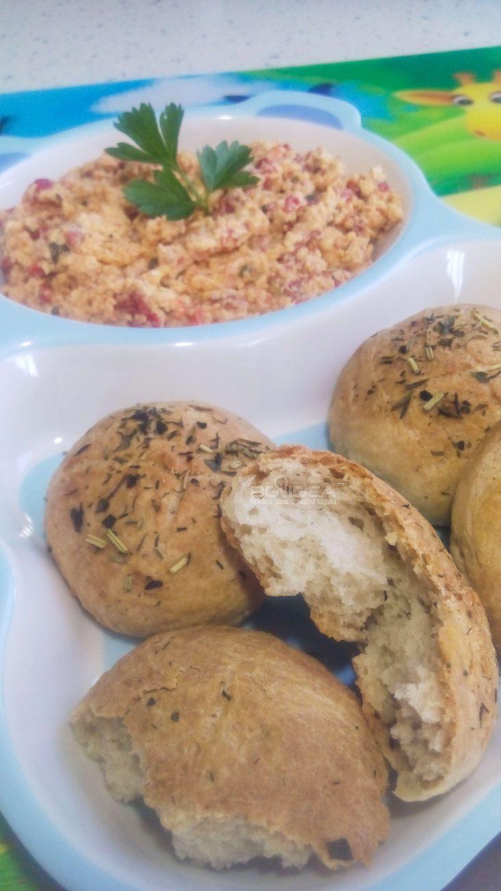 Билкови хлебчета с брашно от елда и лимец