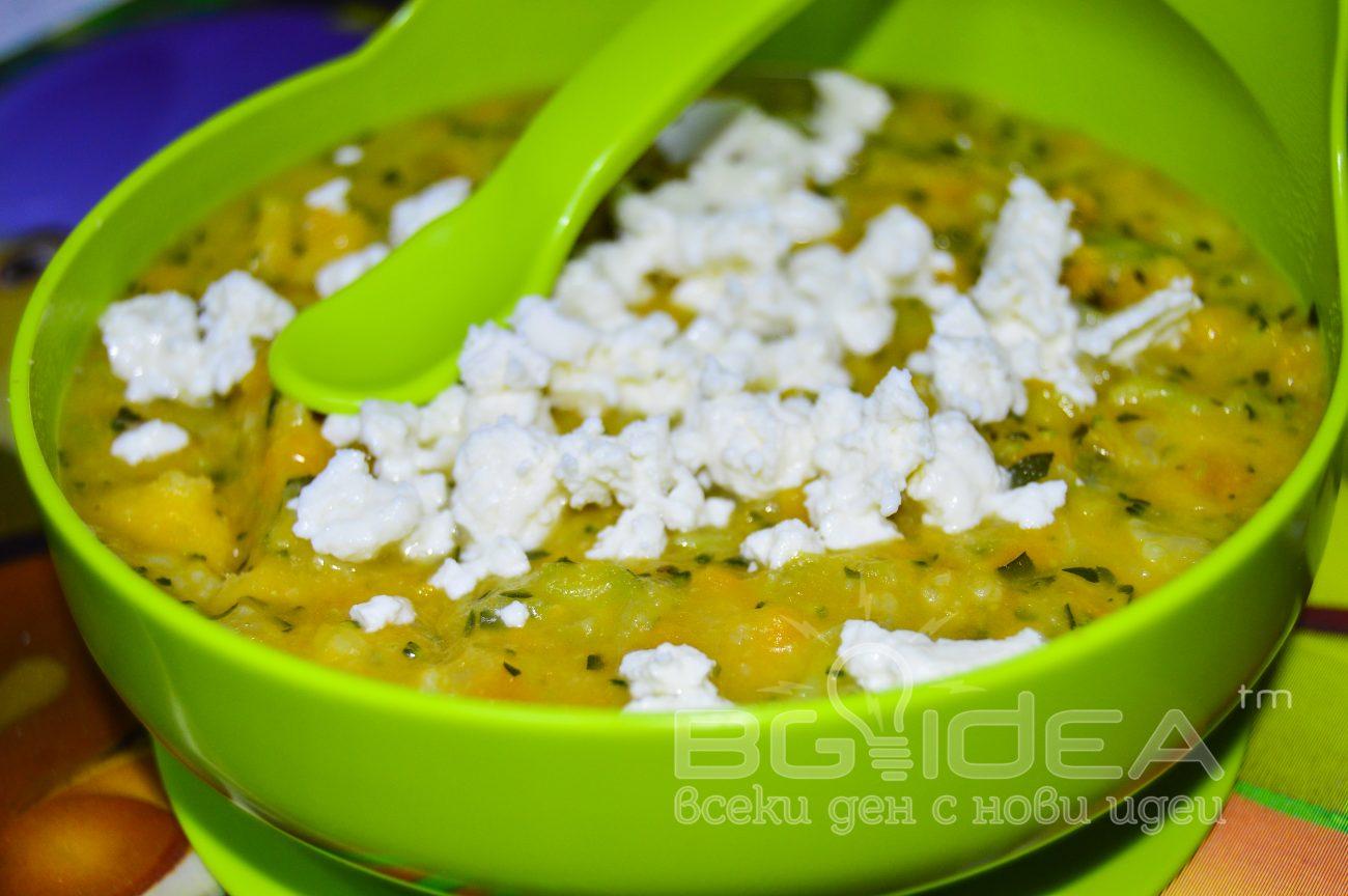 Зеленчукова супа с тиквички, батат и сирене
